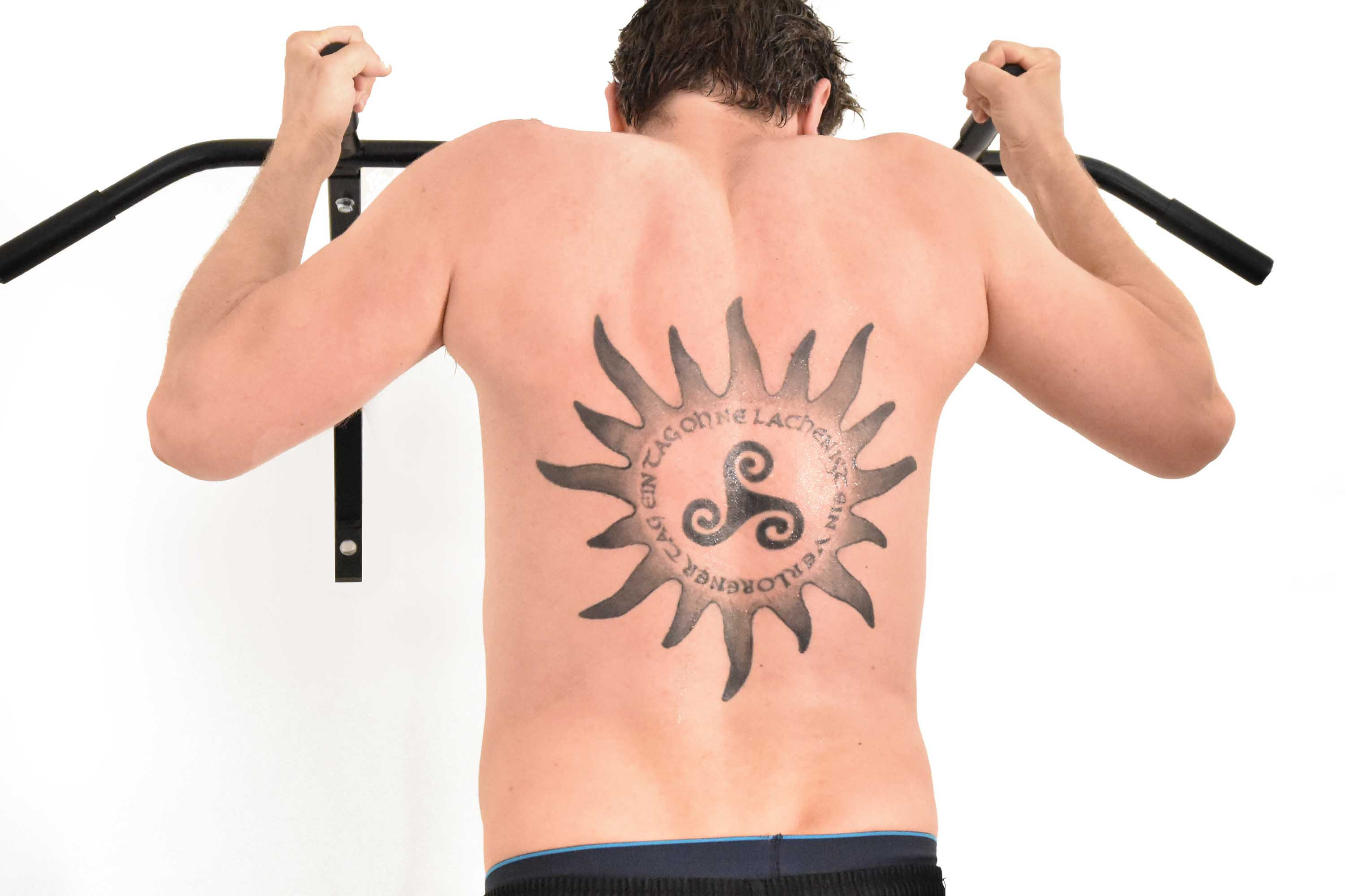 RONIN_DOJO_Traditionelles_thaiboxen_Krafttraining_Tattoo