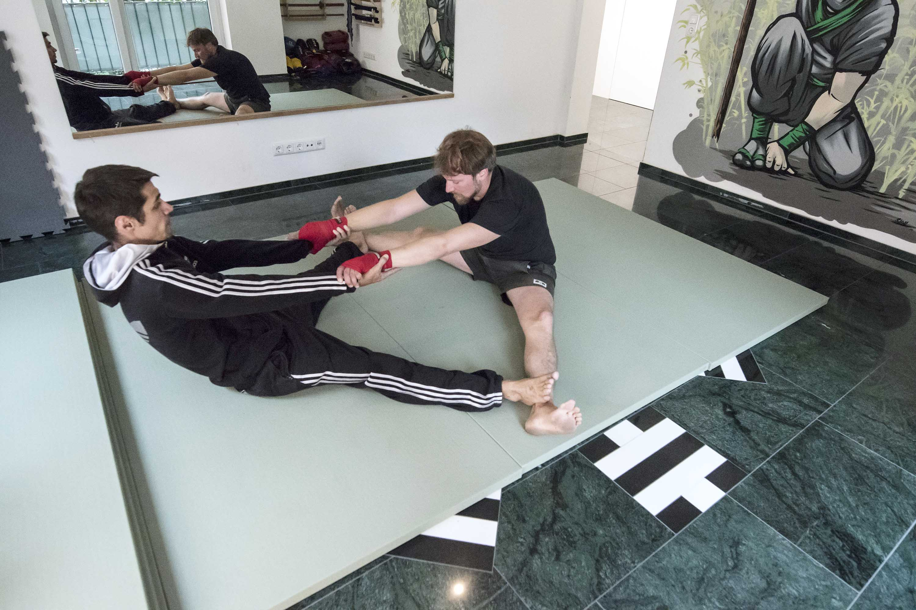 RONIN_DOJO_Traditionelles_thaiboxen_Training_Stretch